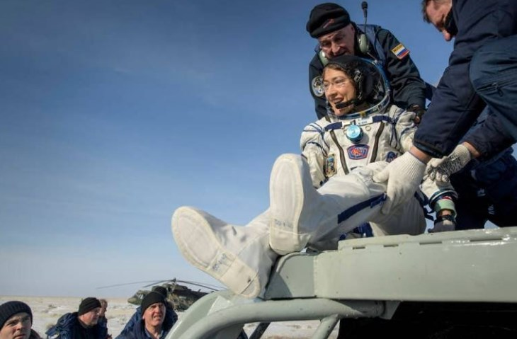 US Astronaut Returns To Earth